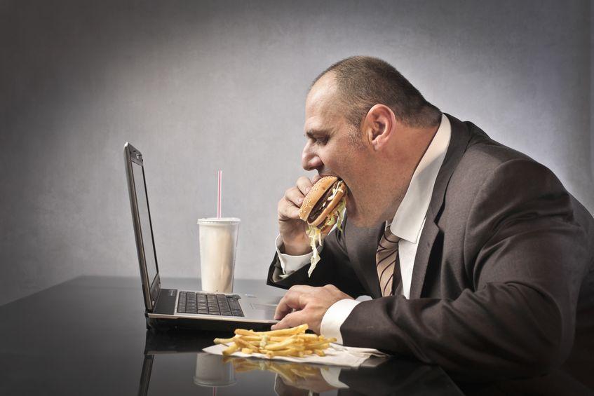manger dans une atmosphère négative